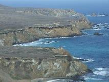 Paisaje de la costa costa en el Océano Pacífico Fotos de archivo