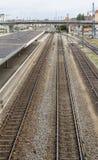 Paisaje de la estación de ferrocarril del alto ángulo foto de archivo libre de regalías