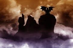 Paisaje de la fantasía con el dragón Imágenes de archivo libres de regalías