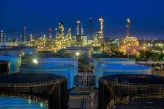 Paisaje de la industria de la refinería de petróleo foto de archivo