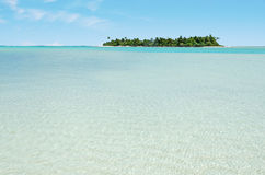 Paisaje de la isla de la luna de miel en el cocinero Islands de la laguna de Aitutaki Fotografía de archivo
