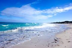 Paisaje de la luz del día en la playa del norte en Perth, Australia occidental Foto de archivo