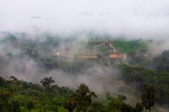 Paisaje de la madrugada del valle scenary hermoso de la montaña en Fotos de archivo libres de regalías