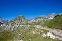 Paisaje de la montaña con el camino Imagen de archivo libre de regalías