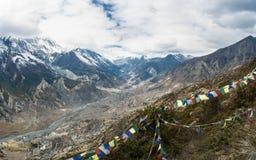 Paisaje de la montaña con el río de Bagmati, Nepal Foto de archivo libre de regalías