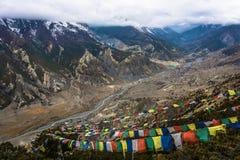 Paisaje de la montaña con el río de Bagmati, Nepal Imagenes de archivo