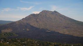 Paisaje de la montaña con el volcán Batur imagen de archivo libre de regalías