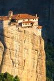 Paisaje de la montaña con las rocas y el monasterio de Meteora Imagenes de archivo