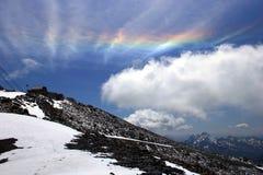 Paisaje de la montaña con un arco iris Imágenes de archivo libres de regalías