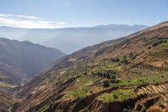 Paisaje de la montaña del barranco Cotahuasi Imagenes de archivo