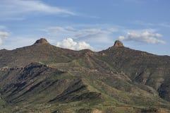 Paisaje de la montaña de dos tits en el país de Lesotho en África fotos de archivo