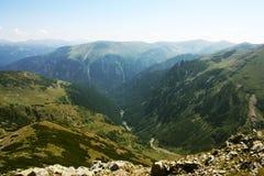 Paisaje de la montaña en Cárpatos Foto de archivo