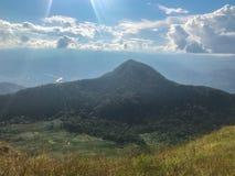Paisaje de la montaña en el AMI de Chaing, Tailandia del jong de lunes foto de archivo
