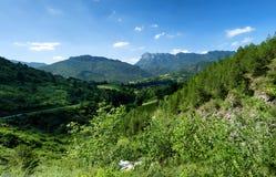 Paisaje de la montaña en el Drome en Francia imagenes de archivo