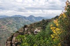 Paisaje de la montaña en el monasterio de Santa Maria de Montserrat S Imagen de archivo libre de regalías