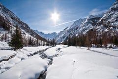 Paisaje de la montaña en el valle de Valnontey - Italia Fotografía de archivo