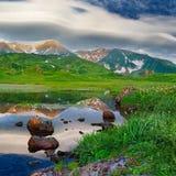 Paisaje de la montaña en la isla de Paramushir, Rusia Foto de archivo libre de regalías