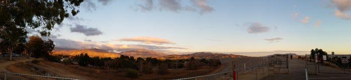 Paisaje de la montaña en la puesta del sol Fotos de archivo libres de regalías