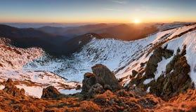 Paisaje de la montaña en la primavera - invierno en Eslovaquia, PA bajo de Tatras Foto de archivo libre de regalías