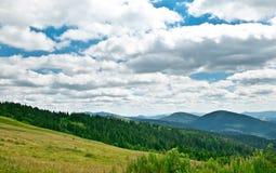 Paisaje de la montaña en verano Fotos de archivo