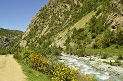 Paisaje de la montaña, garganta de Galuyan, Kirguistán Foto de archivo libre de regalías