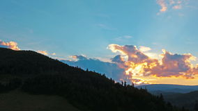Paisaje de la montaña. 4K. HD LLENO, 4096x2304. almacen de video