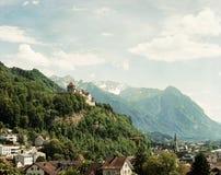 Paisaje de la montaña de Liechtenstein, castillo foto de archivo libre de regalías