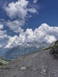 Paisaje de la montaña a lo largo del camino al dell 'Assietta de Colle foto de archivo libre de regalías