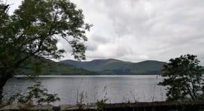 Paisaje de la montaña a lo largo del A82 en Escocia Foto de archivo libre de regalías