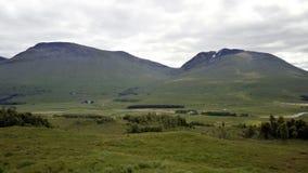 Paisaje de la montaña a lo largo del A82 en Escocia Fotos de archivo libres de regalías