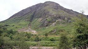 Paisaje de la montaña a lo largo del A82 en Escocia Imágenes de archivo libres de regalías