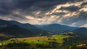 Paisaje de la montaña Naturaleza nubes de la niebla metrajes