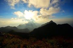 Paisaje de la montaña, puesta del sol Fotografía de archivo