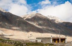 Paisaje de la montaña y del lugar en el ladkh del leh, la India Fotografía de archivo libre de regalías