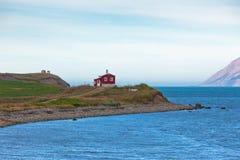 Paisaje de la naturaleza de Islandia con la casa Fotografía de archivo