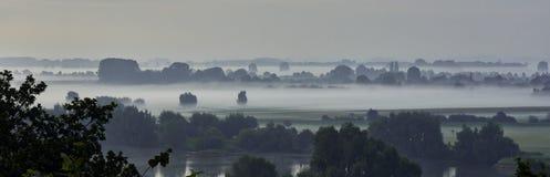 Paisaje de la niebla de la mañana Imágenes de archivo libres de regalías