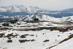 Paisaje de la nieve de las altas montañas en verano Fotos de archivo libres de regalías