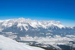 Paisaje de la nieve del invierno de las montañas en el Tirol Fotos de archivo libres de regalías