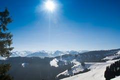 Paisaje de la nieve del invierno de las montañas en el Tirol Foto de archivo