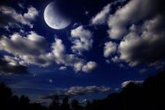 Paisaje de la noche con la luna imagen de archivo