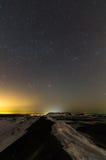 Paisaje de la noche con las estrellas imágenes de archivo libres de regalías