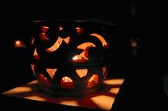 Paisaje de la noche con la luz decorativa de la calle Concepto de noches tropicales calientes fotos de archivo
