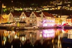 Paisaje de la noche de Bergen, Noruega Foto de archivo libre de regalías