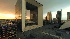 Paisaje de la noche de la ciudad de los edificios modernos del negocio almacen de video