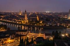 Paisaje de la noche de Verona, Italia Imagen de archivo libre de regalías