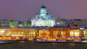 Paisaje de la noche del invierno de Helsinki, Finlandia metrajes