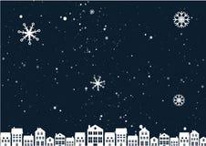 Paisaje de la noche de la Navidad con las casas imagen de archivo libre de regalías