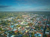 Paisaje de la pequeña ciudad en América latina Fotos de archivo libres de regalías