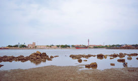 Paisaje de la playa con las piedras Fotos de archivo
