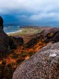 Paisaje de la playa en las montañas escocesas Imagen de archivo libre de regalías
